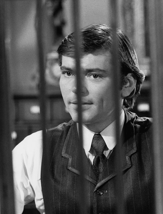 Pete Duel as Hannibal Heyes Behind Bank Bars