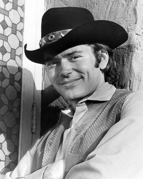 Pete Duel as Hannibal Heyes